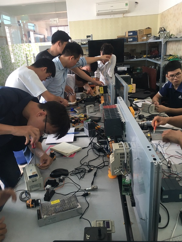 Học lập trình PLC Mitsubishi cho người mới bắt đầu tại PLCTech