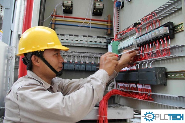Bảo dưỡng máy móc định kỳ PLCTECH