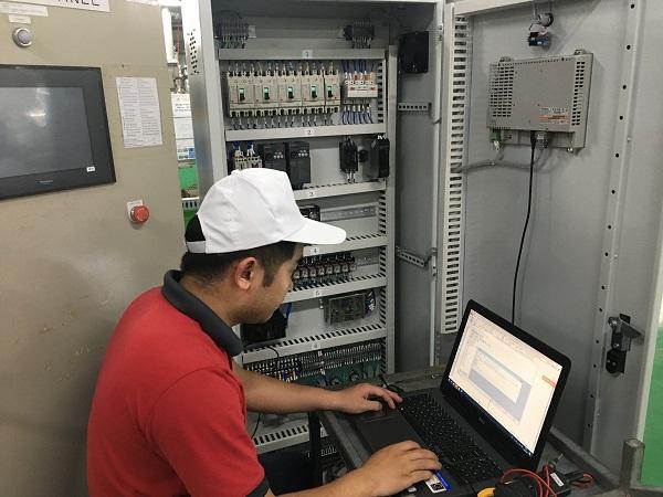 Tủ điện điều khiển máy tự động sử dụng PLC