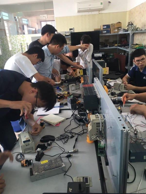 Đạo tạo lập trình PLC tại HCM